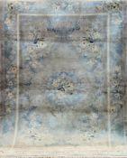 China-Teppich, Vollseide, hellgrundig, mit zentralem Medaillon u. floralen Motiven, 1Kante mit