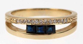 Saphir-Brillant-Ring, 585er GG, geteilte Ringschiene besetzt mit 3 Saphiren imquadratischem Schliff,