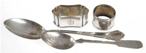 Konvolut Silber, 800er Silber, punziert, ca. 137 g, dabei 2 Serviettenringe und 2Eßlöffel, 3x mit