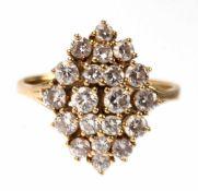 Brillantring, 585er GG, rhombenförmiger, gestufter Ringkopf besetzt mit 20 Brillanten vonzus. 1,