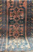 Teppich, rot-/blaugrundig, durchgehendes Muster mit Tier- und Floralmotiven, alle Kantenbelaufen,