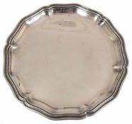 Tablett, 800er Silber, punziert, ca. 402 g, runde Form mit geschweiftem Profilrand, Dm. 25cm