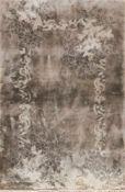 China, Vollseide, dunkelgrundig, mit floralen Motiven, gereinigt, guter Zustand, 154x92 cm