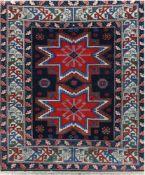 Shirvan, rot-/blaugrundig, mit zentralem Medaillon und floralen Motiven, fleckig,Reinigung