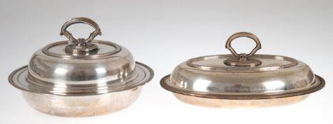 2 Servier-Schüsseln, versilbert, rund bzw. oval, Reliefränder, Gebrauchspuren, Dm. 24 cmbzw. L. 28,5