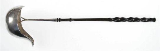 Bowlekelle, Hamburg 19. Jh., Silber, punziert, ca. 78 g, gedrechselter ebonisierter Griff,L. 38 cm