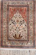 Gebetsteppich, Anatolien, wurde als Wandschmuck genutzt und ist nie betreten worden,rot-/blaugrundig