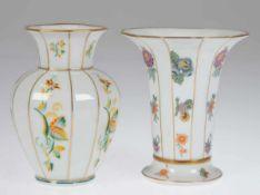 2 Vasen, um 1930, Lettin, Heinrich Baensch, polychromer Floraldekor, Goldränder und-streifendekor,