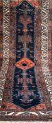 Teppich, rot-/blaugrundig, mit durchgehendem Muster, 2 Kanten leicht belaufen, guterZustand,