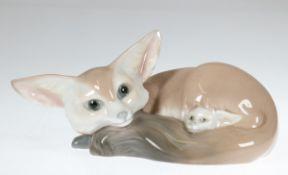 """LLadro-Figur """"Wüstenfuchs mit Jungem"""", Porzellan, Manufaktur Lladro, Spanien, Ohren best.,H. 8 cm,"""