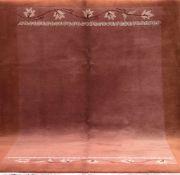 Nepal, dunkelgrundig, mit Blattmotiven, 1 Ecke leicht belaufen, gereinigt, 242x171 cm