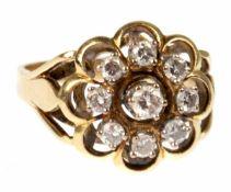 Brillant-Ring, durchbrochene Blütenform, 585er G, besetzt mit 9 Brillanten von zus. 0,5ct, Dm. 1,6