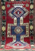 Anatol, Türkei, rotgrundig mit zentralem Muster, Fransen gekürzt, 200x109 cm