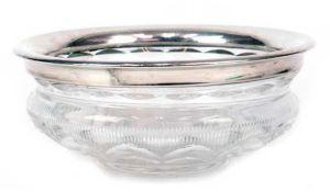 Glas-Schale mit Silberrand, 800er Silber, klares Glas mit Schliffdekor, Dm. 22,5 cm,Silberrand mit