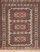 Belutsch, Persien, rotgrundig mit zentralem Muster u. floralen Motiven, (als Wandteppichgenutzt),