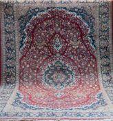 Täbriz, rotgrundig, mit zentralem Medaillon u. floralen Motiven, 2 Kanten belaufen, 1