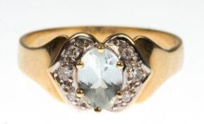 Ring, 585er GG/WG, besetzt mit 6 Brillanten von zus. ca. 0,10 ct. und oval facettiertemAquamarin,