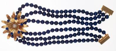 Lapislazuli-Collier, 3-reihig, mittig großer 750er GG-Blüte, Dm. 5 cm, zentral besetzt mit7
