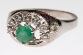 Ring, 585er WG, durchbrochener Ringkopf halbkreisförmig besetzt mit 8 Brillanten von zus.ca. 0,24