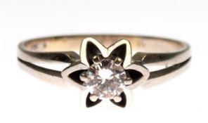 Ring, 585er WG, besetzt mit Brillant-Solitär von ca. 0,22 ct. in blütenförmiger Fassung,ges. 4,57 g,