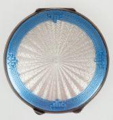 Puderdose, Birmingham 1921, Silber mit Guilloche-Emaille, Innenspiegel in Deckel, Dm. 6,8cm