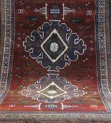 Karapinar, Türkei, dunkelgrundig mit zentralem Muster, Kanten sowie mittig belaufen,fleckig, muss