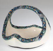 Henkelkorb, Karlsruher Keramik, gemarkt, floral bemalter Reliefdekor, 14x17x17 cm