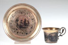 Tasse mit UT, Moskau 1860, 84 Zol. Silber, punziert, ca. 85 g, architektonischer undfloraler