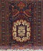 Belutsch, rotgrundig mit zentralem Muster u. floralen Motiven, 192x128 cm