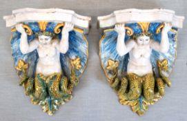 """Paar Wandkonsolen """"Meerjungfrau Sirene in aufsteigender Welle"""", 18. Jh., Fayence, Keramik,"""