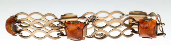 Bernstein-Armband, Fischland, 835er Silber vergoldet, besetzt mit 5 quadratischenBernsteinen,