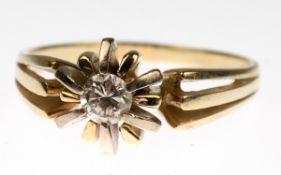 Ring, 585er GG, besetzt mit Brillant-Solitär von ca. 0,22 ct. in strahlenförmiger Fassung,auf