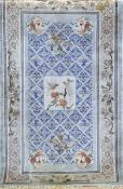 China-Teppich, Seide, mit zentralem Medaillon, Tier- u. Floralmotiven, 1 Seite