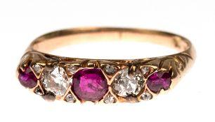 Ring, 585er RG, durchbrochen gearbeiteter Ringkopf in Reihe besetzt mit 2 Brillanten vonzus. ca. 0,