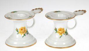 Paar Meissen-Kerzenleuchter, Gelbe Rose, Goldrand, 1. Wahl, mit Handhabe, H. 6,5 cm