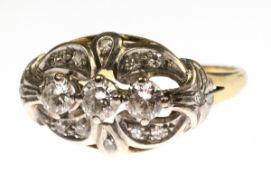 Ring um 1930, 585er GG/WG, querovaler, durchbrochener Ringkopf in Reihe besetzt mit 3Brillanten