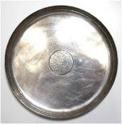 Andenkenteller, Bogota, 900er Silber, punziert, ca. 292 g, im Spiegel Plakette mitEichenlaub und