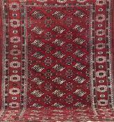 Alter Yahmud, rotgrundig, mit durchgehendem Muster, Kanten belaufen, 1 Seite leicht schräglaufend,