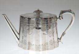 Teekanne, London 1879, Sterling-Silber, konischer, im Querschnit ovaler, vertikalgeschweifter