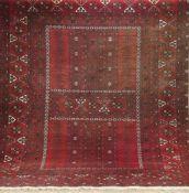 Ersari, Afghanistan, rotgrundig mit zentralem Muster, 1 Seite leicht verblichen, 225x170cm