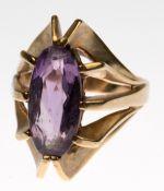 Ring, 333er GG, durchbrochen gearbeiteter Ringkopf besetzt mit oval facettiertem Amethyst,ges. 7,5