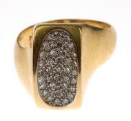 Ring, 750er GG, sich verbreiternde Ringschiene in rechteckigen, oval gemuldeten