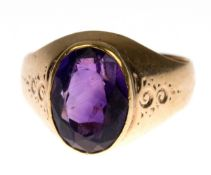Ring, 585er GG, besetzt mit oval facettiertem Amethyst in Zargenfassung, sichverbreiternde