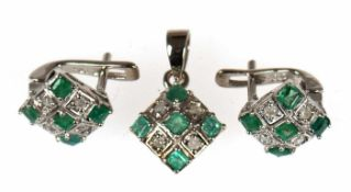 Set aus Ohrringen und Anhänger, 925er Silber rhodiniert, Smaragde und Brillanten