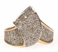 Brillant-Ring, 585er GG/WG, schleifenförmige Gestaltung, besetzt mit 97 Brillanten von zus. 0,5 ct,