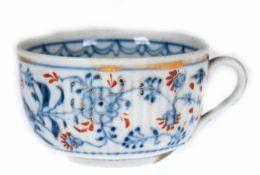 Tasse, Rauenstein 19. Jh., blau-roter Floral- und Vogeldekor, gold staffiert, berieben Tasse,