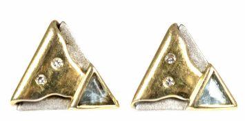 Paar Ohrstecker, 585er GG/WG, dreieckige Form, besetzt mit Aquamarin u. Brillanten, L. 1,1 cm Paar