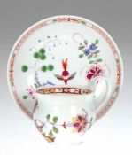 Meissen-Tasse mit UT, 19. Jh., auf Wandung und im Spiegel stilisierter Fels- und Vogeldekor,