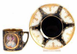 Tasse mit UT, Rosenthal, kobaltblauer Fond mit Goldstaffage, schauseitig Porträt einer jungen Frau