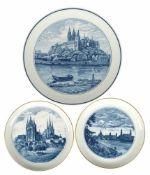 3 Meissen-Ansichtenteller, im Spiegel Ansichten von Dresden, Erfurt bzw. Meissen, in Aquatinta, 2x